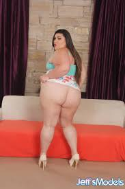 Brunette SSBBW Bella Bendz flashes nude upskirt gets cum on big.