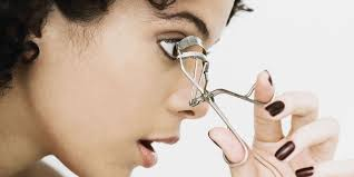 how to use eyelash curler. it all boils down to when you curl. how use eyelash curler