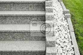 Diese eigenschaften von granit machen granitplatten für außen zu optimalen bodenbelag. Moderne Aussentreppe Aus Granit Mit Palisaden Und Drainage Aus Leinwandbilder Bilder Naturstein Palisade Vorgarten Myloview De