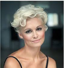 short bright hairstyles for thick wavy hair