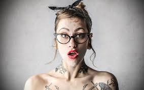 обои для рабочего стола татуировки удивление девушка очки 3840x2400