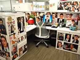 Decorated Cubicles with awesome photos! #decoratedcubicles