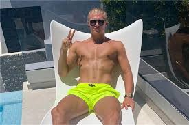 A host of other players who ply their trade at europe's biggest clubs will miss out for similar reasons, while several top players will also be absent from the rescheduled tournament after getting injured this. Die Letzten Urlaubstage Fur Die Bvb Profis Brandt Stichelt Gegen Haaland