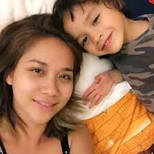 Image result for anak lelaki tidur dengan emak melayu