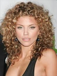 good haircuts for curly hair that will flatter your look