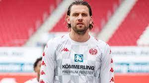 Com base nestas estatísticas e após 34 jogos ocupa a posição 1051 em bundesliga. Mainz Sturmer Szalai Klassenerhalt Ist Einer Der Grossten Momente Meiner Karriere Fussball Swr Sport