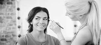 how much money do makeup artists make