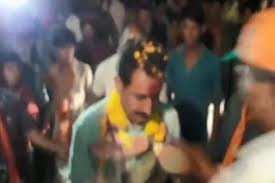Bjp Mla Dilip Shekhawat Greeted With Garland Of Shoes In Madhya