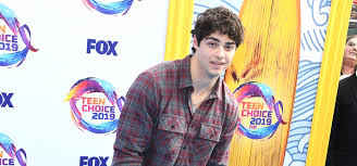 Actor noah centineo says learning you can impact real change is the reason why he's voting for the first time in a us election. Noah Centineo Is Not Here For Bullies After Scooping Teen Choice Award Metro News