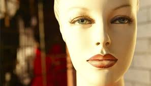 learn to apply makeup to a mannequin