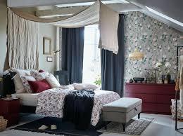 Schlafzimmer Dunkelrot Ein Blumenmeer Im Schlafzimmer Schlafzimmer