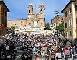 Der platz rund um die spanische treppe selbst ist zu jeder tageszeit beliebter. Spanische Treppe Rom Scalinata Di Trinita Dei Monti