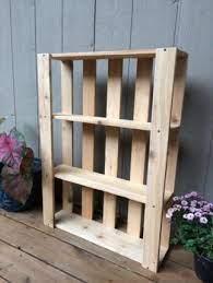 Como fazer uma prateleira de palete de madeira. Ideia De Prateleira De Palete Para Pendurar Na Parede Confira