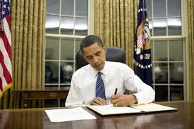 rumours that obama has removed the american flag that is often seen behind the resolute desk in the oval office can also be easily proven to be false barak obama oval office golds