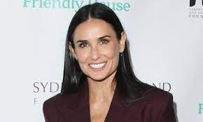 Demi Moore and daughters wow fans in ...