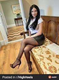 Cassie Clarke Before leaving for the Job : hotofficegirls