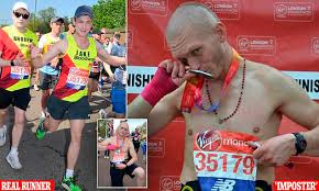 imposter who picked up london marathon runner s fallen number says he deserves his medal daily mail