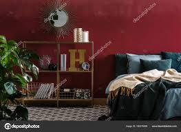 Spiegel Im Roten Schlafzimmer Innenraum Stockfoto Photographee