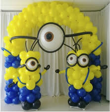 Dispicable Me balloon arch and columns