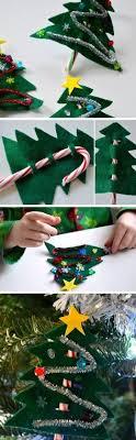 Wonderful DIY Christmas Candy Cane WreathCandy Cane Wreath Christmas Craft