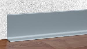 Alte holztreppen, steintreppen oder betontreppen im innenbereich werden mit neuen treppenstufen aus laminat oder vinyl verkleidet. Sockelleisten Und Profile Aus Aluminium Und Edelstahl Alu Plan Heinze De