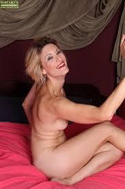 Mature women shaven pussy