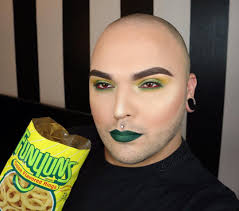 insrammer perfectly matches makeup to his snacks