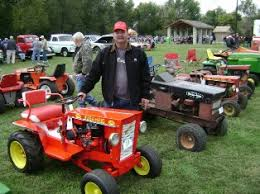 the restoration of this bush hog d4 10 garden tractor started in january of 2009 and i finished in september of 2016 she is broken all down but that s as