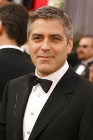 Coiffure De George Clooney Cheveux Courts Avec Raie Sur Le