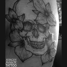 череп и цветы дотворк тату Scull And Flower Dotwork Tattoo