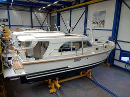 Sturdy Design Co Linssen Yachts Grand Sturdy 30 0 Completely New Styling