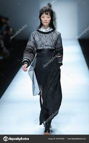 Model Displays New Creation Jinnnn Jin Chong Fashion Show Shanghai – Stock  Editorial Photo © ChinaImages #241915460