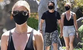 Gwyneth paltrow has shared a touching picture of her ex chris martin being reunited with their chris martin and gwyneth paltrow were married for nearly 13 yearscredit: Gwyneth Paltrow Flaunts Her Knockout Legs On A Stroll With Husband Brad Falchuk In Brentwood Daily Mail Online