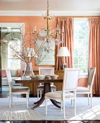 luscious silk dries and a y metallic wallcovering sparkle in the dining room thanks to a paul ferrante chandelier table dessin fournir