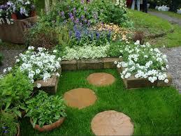Idee Per Abbellire Il Giardino : Come abbellire un giardino semplice con i modelli
