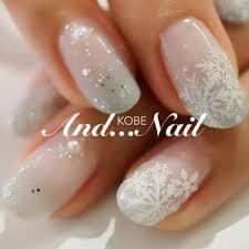 冬の定番雪の結晶で輝きを爪先に最新ネイルデザイン簡単セルフで