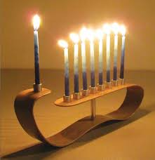 order of lighting menorah candles