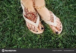 ženské Nohy S Henna Tetování Stock Fotografie Belchonock 130779940