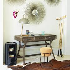 makeshift office. Image:description Makeshift Office N