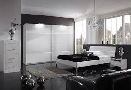 Wandgestaltung Schlafzimmer Grau Weiß Bettwäsche Microfaser Fleece