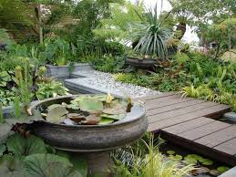Outdoor Living:Small Garden Design With Japanese Style Garden Decorating  With Also Round Fish Pool