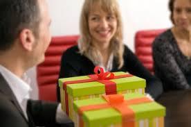 Подарок руководителю диплома Элитные подарки Что подарить Подарок коллеге мужчине
