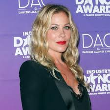 Aug 10, 2021 · christina applegate has multiple sclerosis. Christina Applegate Opens Up About Being A Nonconformist With Social Media Abc News