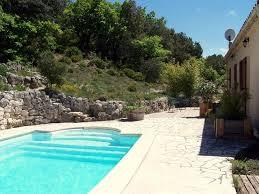 gîte avec piscine au calme sur un hectare de terrain en drôme provençale réauville