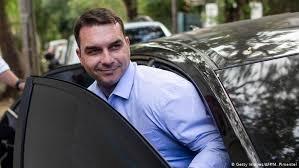 Senador Flávio Bolsonaro compra casa de luxo no valor de R$ 6 mi em Brasília