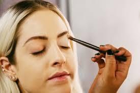 Hasil gambar untuk Meminimalkan penggunaan makeup