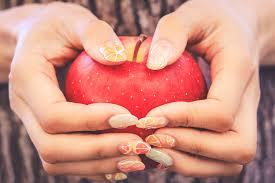 夏だけじゃない秋ネイルにもジューシーな可愛さで人気のフルーツネイル