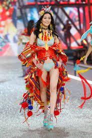 our top 10 looks from the 2016 victoria s secret fashion show per my
