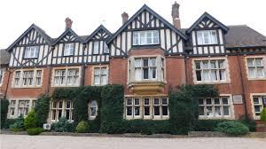 Bride-to-be angry over Melton Mowbray wedding venue closure - BBC News