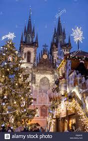Praga Mercatino di Natale e albero di Natale nella Piazza ...